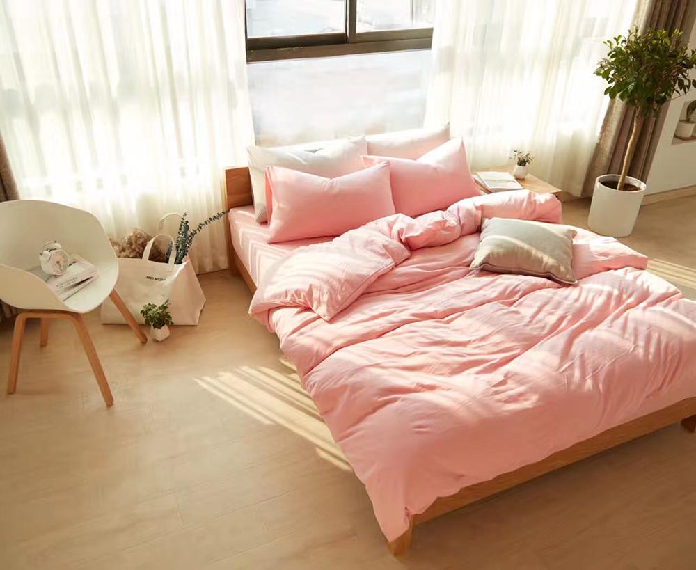 розовая любовь на мягкой постели может быть